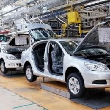 El desplome del rubro automotriz profundizó la recesión de la actividad industrial