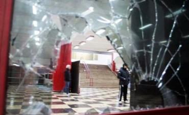 Feroz enfrentamiento entre barras de River en la confitería del Monumental: tres heridos