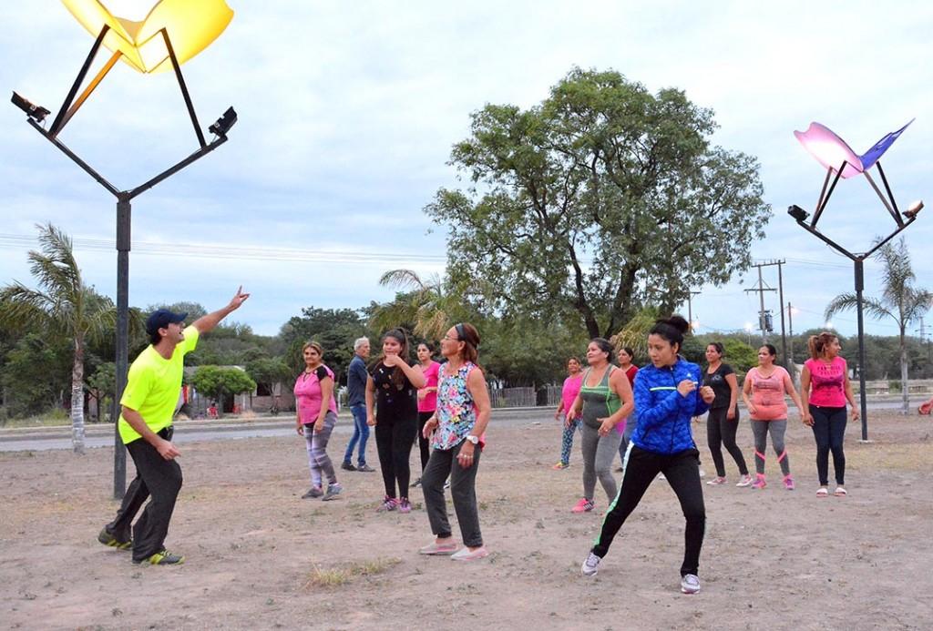 Deportes Municipal brinda clases gratuitas de ritmos latinos en diferentes barrios