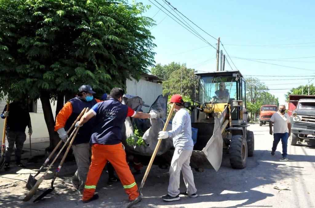 El municipio desplegó un importante operativo integral en el barrio Parque Industrial para combatir el dengue