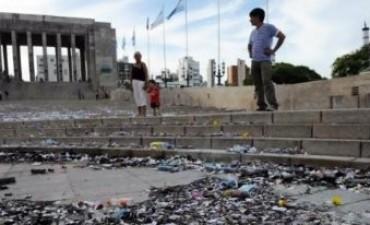 Más de $100.000 costará reparar el Monumento a la Bandera tras festejos escolares