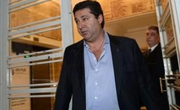 Boca se mueve para cerrar la llegada de un jugador de Newell's