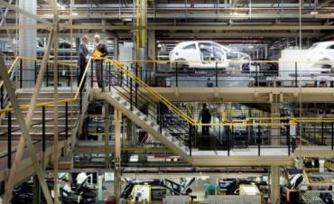 Según el INDEC, la producción industrial bajó 2,1% en noviembre y suma 16 meses de caída