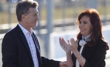 Qué dice el reglamento de ceremonial al que aludió Mauricio Macri