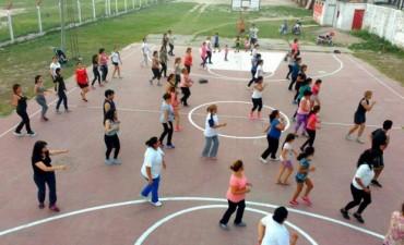 Continúan dictándose las clases gratuitas de ritmos latinos en el Club Agua y Energía