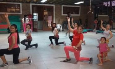 Continúan dictándose clase de ritmos internacionales en el gimnasio municipal