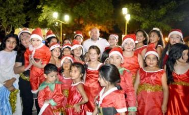 El espíritu navideño invadió la Plaza Belgrano con dulces melodías