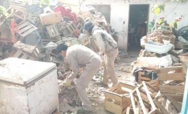 La comuna asistió a un vecino acumulador compulsivo que estaba en situación de riesgo