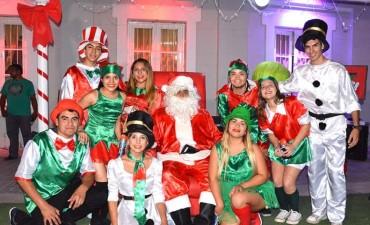 Niños bandeños comenzaron a retratarse junto a Papá Noel