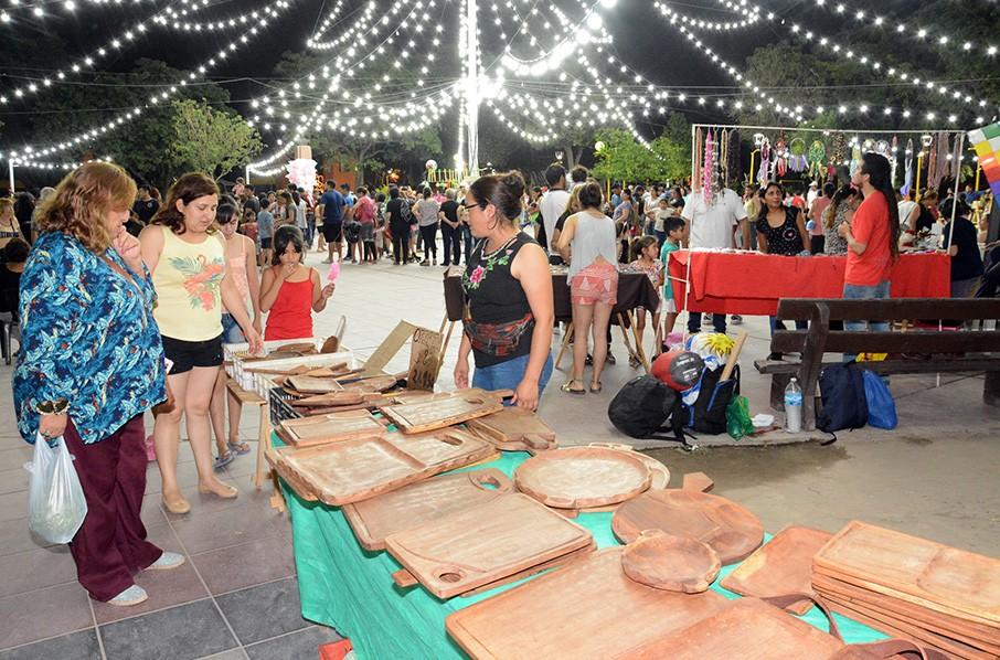 La Feria Itinerante por los barrios realizó un gran cierre de año en la Plaza Belgrano
