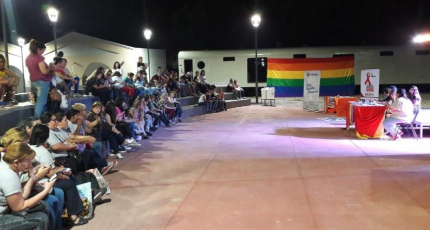 Gran encuentro en la Plaza Mauricio Rojas para generar conciencia sobre la lucha contra el Sida
