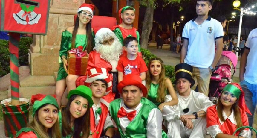 Los niños podrán retratarse junto a Papá Noel en la plaza Manuel Belgrano